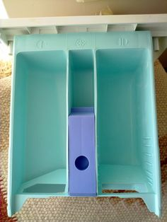 Washing machine detergent boxes can become incredibly dirty over time. A very unpleasant view when I took a break from the cleaning business. Cleaning Business, Konmari, Diy Pins, Cleaning Hacks, Washing Machine, Diy And Crafts, Life Hacks, Sink, Organization