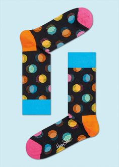 Against a black backdrop, out-of-focus dots fill these socks. Vivid pink, blue, orange and yellow circles blend together for a new take on stylish comfort that can be paired with a variety of ensembles. Crafted from high-quality combed cotton, women and men will fall in love with the soft snugness provided by these colourful socks. PATTERN: Out of Focus, COMPOSITION: 80% Combed Cotton, 17% Polyamide, 3% Elastane. www.HappySocks.com
