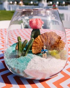 Paying tribute to the desert location, terrariums anchored each table. Larrison ordered some animal figurines, which were placed inside as a fun touch.
