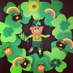 Rainbow Loom Leprechaun - Make a St. Patrick's Day Wreath using Foam stickers from AC Moore Crafts.