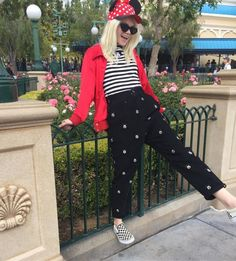 Disney World Outfits - What To Wear Disney Vacation Disney Vacation Outfits, Disney Bound Outfits Casual, Disney World Outfits, Disneyland Outfits, Cool Outfits, Casual Outfits, Fashion Outfits, Disney Fashion, Winter Outfits