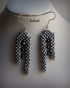 OOAK beadwoven metallic grey Right Angle Weave earrings.mintának