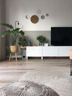 Grey Walls Living Room, Living Room Green, Boho Living Room, Living Room Decor, Minimalist Home Decor, Dream Home Design, Retro Home Decor, Living Room Inspiration, Interior Design