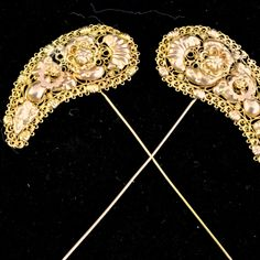 19th Century Dutch hood pins | A pair of 14k gold  Hood pins in thread and plate cannetille work. | Groningen