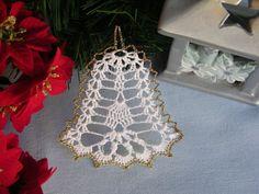 Simira - Zvoneček plochý, zlaté lemování - madl1 Crochet Snowflake Pattern, Crochet Snowflakes, Crochet Art, Crochet Christmas Decorations, Christmas Crafts, Christmas Ornaments, Knitting Patterns, Crochet Patterns, Vintage Greeting Cards