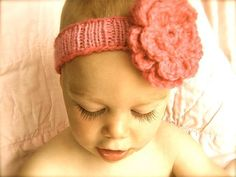 Spring baby headband....easy to make and free pattern - Craftsy.  Find the free pattern here: http://shrsl.com/?~3zln