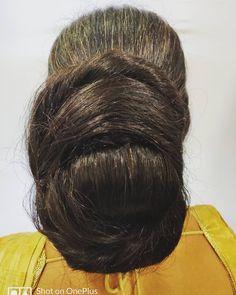 Monster Bun with Knee Length Extra Thick Hair Video Beautiful Buns, Beautiful Braids, Beautiful Long Hair, Amazing Hair, Bun Hairstyles For Long Hair, Braids For Long Hair, Indian Long Hair Braid, Red Hair Woman, Super Long Hair