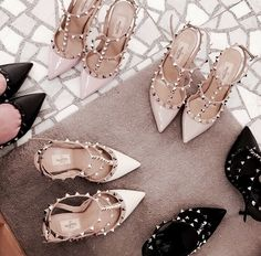 These Chic Rock Stud Heels are perfect for any time of the day. The pumps are made of high-quality patent leather. Stilettos, Pumps, High Heels, Valentino Shoes, Valentino Rockstud, Heeled Boots, Shoe Boots, Shoes Heels, Flat Shoes