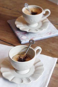 Une envie irrésistible de sucre ? Réalisez en 5 minutes ces mug cakes au spéculoos et coeur coulant au chocolat