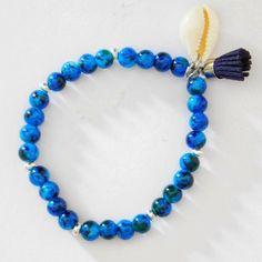 Pulsera hecha a mano con piedras de cristal azul de 6 milímetros hecha con hilo elástico de silicona con doble vuelta. Lle...