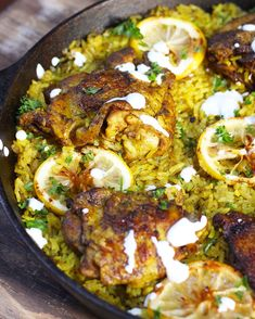 A flavorful Middle Eastern Chicken made with seasoned turmeric rice all in one pot! Fuss free this middle eastern chicken is super easy to make. World Cuisine Middle Eastern Chicken, Middle Eastern Dishes, Middle Eastern Recipes, Lebanese Recipes, Greek Recipes, Indian Food Recipes, Ethnic Recipes, Gula, Eastern Cuisine