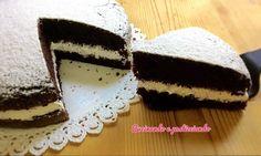 Torta Cioccolato e panna   Buonaseraaaaa...oggi mi andava una torta golosa...e cosa c'e' più goloso del cioccolato ?Io lo amo..se poi ci aggiungiamo uno strato più che abbondante di panna...non posso dire di no...Ma vediamo gli ingredienti per preparare questa torta goduriosa...INGREDIENTI ;200 gr di farina200 gr di zucchero100 gr di burro75 gr di cacao amaro5 uova50 ml di latte1 bustina di lievitoPer farcire ;250 ml di panna montata1 cucchiaio di zucchero a velo quello per…