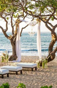 Hawaii beach wedding arch #wedding #arch #beach #hawaii #decoration