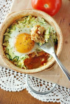 My Dietetic Frills: Chicken curry with carrot, zucchini and egg - Fit How To Cook Zucchini, Cooked Cabbage, Cooking Recipes, Healthy Recipes, Cheap Meals, Cheap Food, Spring Recipes, Food Dishes, Food Inspiration