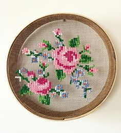 Cross-stitch Sieve Models Embroidered, how to make # sieving # sieving art # sieving. Ribbon Embroidery, Embroidery Art, Cross Stitch Embroidery, Embroidery Patterns, Cross Stitch Patterns, Cross Stitch Rose, Cross Stitch Flowers, Cross Stitching, Needlework