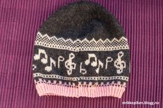 Lue med noter på - med oppskrift (Strikkepiken) Knitting Projects, Knitting Patterns, Crochet Accessories, Alpacas, Knitted Hats, Knit Crochet, Beanie, Creative, How To Make