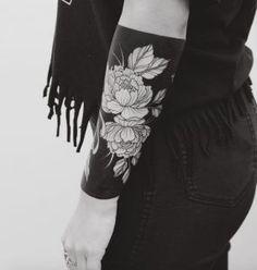 innen schwarz berdecken au en in wei mit schwarzen konturen sukkulente oder rose tattoos. Black Bedroom Furniture Sets. Home Design Ideas