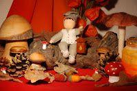 Seasontable Sint Maarten for inspiration. Waldorf Kindergarten, Waldorf Crafts, Autumn Table, Nature Table, Autumn Nature, Autumn Crafts, Autumn Activities, Miniture Things, Happy Kids