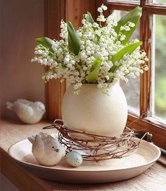 60 pretty windowsill decoration ideas for Easter that you can easily replicate - Frühling Ostern - Easter Flower Arrangements, Easter Flowers, Spring Flowers, Easter Plants, Hydrangea Arrangements, May Flowers, Exotic Flowers, Flowers Garden, Purple Flowers