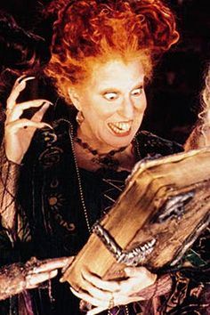 Pack Your Black-Flame Candle and Head to Salem—It's Time for a 'Hocus Pocus' Walking Tour Película Hocus Pocus, Hocus Pocus 1993, Hocus Pocus Movie, Hocus Pocus Witches, Hocus Pocus Book, Halloween Movies To Watch, Halloween Town, Halloween Crafts, Halloween Decorations