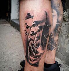 Tattoo 3D Gitarren Griff auf Wade
