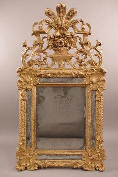 #Miroir à parecloses en bois sculpté et doré à décor de coquilles et rinceaux. #18th century. For sale on Proantic by Antiquités Bouley.