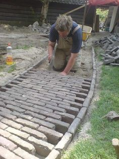 Side Stone Brick Pathway Project Idea: Landscape and Garden Design Projects DIY Project Idea