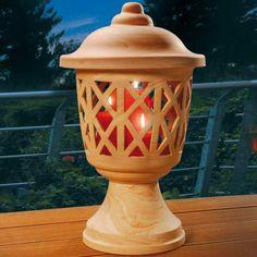 Windlicht, Romantik - Sehr schön gearbeitetes Windlicht auf Fuß. Das #Terrakotta-Windlicht hat eine schöne Maserung und wirkt dadurch fast wie Marmor.