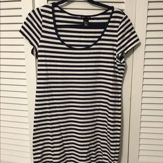 H&M navy and white striped dress navy and white striped dress. Fitted and stretchy. On trend! H&M Dresses Mini