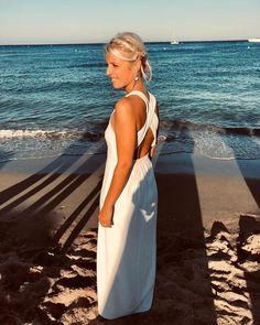 """Atelier Gasparine on Instagram: """"🌊Summer bride🌊 . Légère envie d'être à la place de cette mariée...les pieds dans l'eau... mais sinon ça va pas du tout envie d'être en…"""" Place, Backless, Instagram, Dresses, Fashion, Its Okay, Envy, Everything, Atelier"""