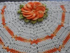 tapete leque confeccionado a mão com fios de barbante nº8  disponível nas cores cru e laranja. outros tons só por encomenda. R$ 30,00