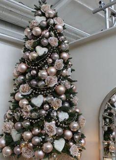 "39 Aesthetically Pleasing Christmas Trees That'll Make You Say ""Goals"" Christmas Tree Themes, Christmas Mantels, 1st Christmas, Xmas Decorations, Christmas Tablescapes, Victorian Christmas, Christmas Design, Christmas Wreaths, Christmas Holidays"