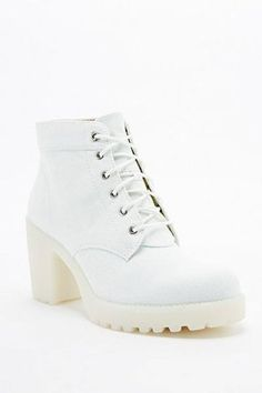 59d44393638a Vagabond Grace Lace-Up Boots in Mint - Urban Outfitters