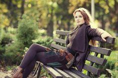 Senior Portrait / Photo / Picture Idea - Girls - Fall - Bench