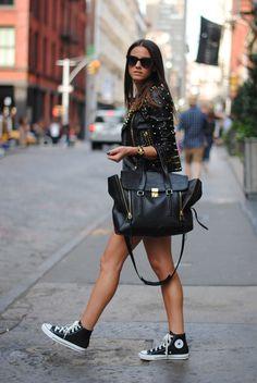 Streetwear, leather converse, converse chucks, black converse, outfits with Converse Haute, Converse Chucks, Outfits With Converse, Leather Converse, Black Converse Style, Leather Shorts, Fashion Mode, Look Fashion, Fashion Outfits