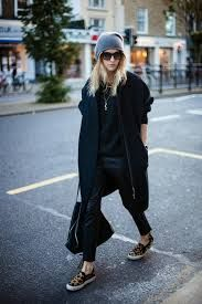 chic sneakers style - all black