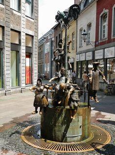 """Aken (Aachen), sculpture with fountain """"Puppenbrunnen"""" by Bonifatius Stirnberg"""