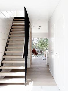 Modern staircase in house Markki, Seinäjoki housing fair, Loft Staircase, Modern Staircase, Staircase Design, Foyers, Timber Stair, Mobile Home Makeovers, Log Home Interiors, Modern Properties, Media Room Design