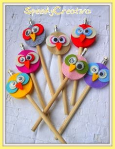 Pencils with creative owls at the top! Owl Crafts, Preschool Crafts, Diy Crafts To Sell, Crafts For Kids, Arts And Crafts, Paper Crafts, Pencil Topper Crafts, Pencil Crafts, Pencil Toppers