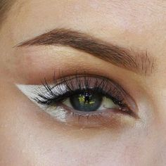 Discovered by Find images and videos about beautiful, makeup and eyeliner on We Heart It - the app to get lost in what you love. Eye Makeup Glitter, Kiss Makeup, Makeup Art, Hair Makeup, Makeup Pics, Eyebrow Makeup, Makeup Goals, Makeup Inspo, Makeup Inspiration