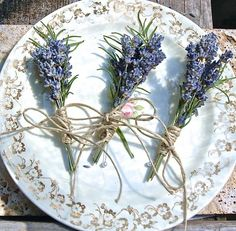 3 Lavender Rosemary BoutonnieresSHIPPING DETAILSThis item is made to order and will ship in 1 week from date of order. If you order multiples, please allow a few extra days for creation time:)Shipping Details.  This item is made to order. (Three boutonnieres) This item is a small bunch (5-8 stems)of dried English Lavender and dried Rosemary with the stems wrapped in floral tape then tied with a  hemp twine bow.  Includes pearl headed corsage pin.If you'd like additions such as wheat,...
