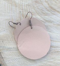 Round and perfect! Lightweight, soft and supple. Perfect blush color.