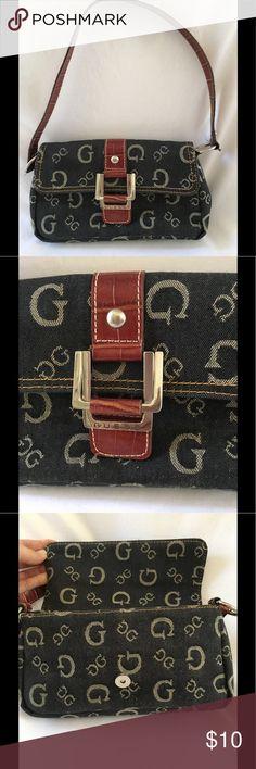 Shop Women's Guess size OS Mini Bags at a discounted price at Poshmark. Guess Bags, Mini Bags, Fashion Design, Fashion Tips, Fashion Trends, Designer Handbags, Louis Vuitton Monogram, Purses, Best Deals