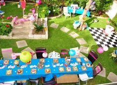 cumpleanos-alicia-en-el-pais-de-las-maravillas-jardin-mesas