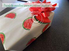 Crea tu propio papel de regalo con papas!  Personaliza y decora tu papel de regalo con unas lindas sandías. :D  Dale click al link para aprender como hacerlo ;)  => http://creativaofficial.com/como-decorar-un-papel-de-regalo-con-papas/