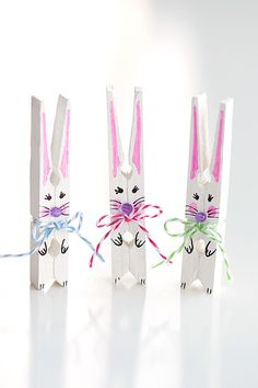 These clothespin bunnies are so adorable and they're really simple to make! They're a great little Easter decoration and a super cute Easter craft to make with the kids. This is a fun and easy spring craft idea!