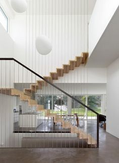 Modern Stairs // A Single Family House / Christian von Düring Stair Handrail, Staircase Railings, Handrail Ideas, Staircases, Open Staircase, Home Stairs Design, Interior Stairs, Stair Design, Interior Livingroom
