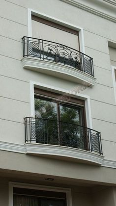 Ferforje Balkon korkuluğu Modeli El işçiliği Fransız Balkon French bal The Effective Pictures We Offer You About cozy balcony A quality picture can tell you many things. You can find the most beautifu Balcony Grill Design, Balcony Railing Design, Window Grill Design, Staircase Design, House Front Design, Door Design, Exterior Design, Facade Design, Classic House Exterior