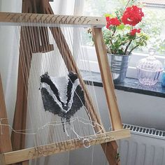 Trying out an idea I've had for a while #badger #weaving #wovenwallhanging #fiberart #väva #handmade by heroic_acorn
