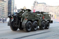 Camion grua KET T en el ensayo para el Desfile de la Victoria 2014 en Moscú. Vehiculo 8x8 de recuperacion de pesados con 525 CV.